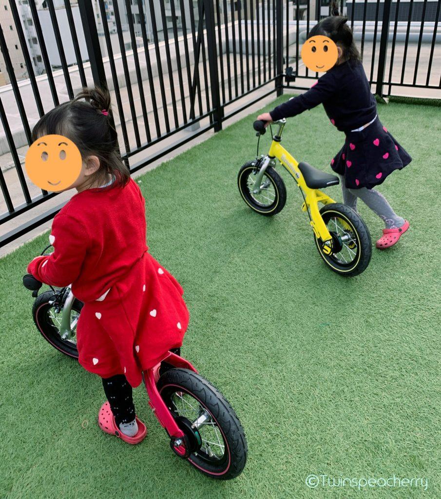 キッズバイクの練習‐子供と楽しむルーフテラス(ルーフバルコニー/屋上)
