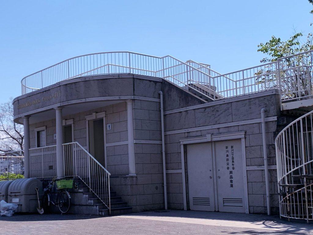 4歳双子と3密(密です)を避けての散歩-隅田川テラス 公衆トイレも散在