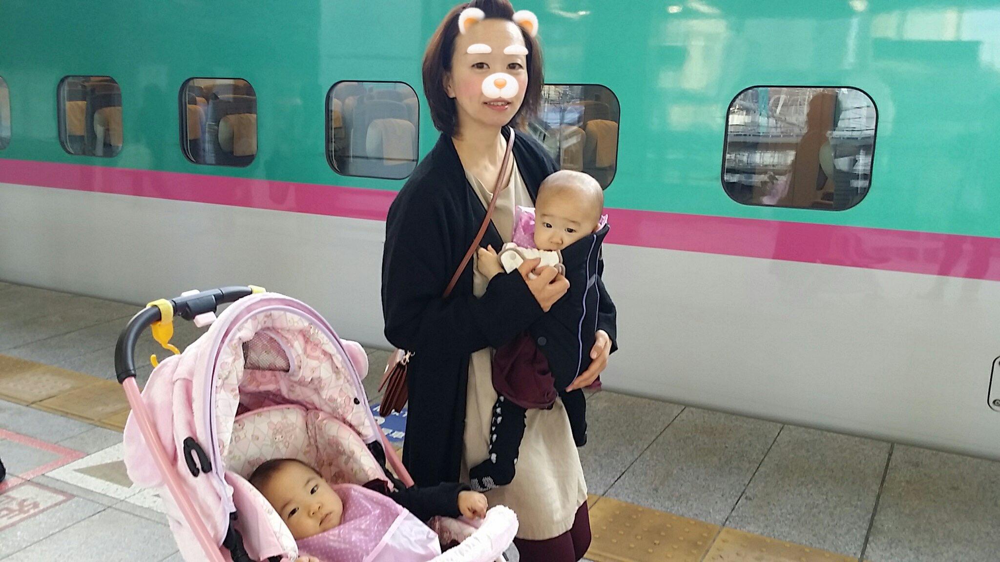 1人用ベビーカー(グレコ マイメロディ GRACO My Melody)電車での移動や、折りたたみを頻繁にしたい時は双子の一人を載せ、一人は抱っこで。