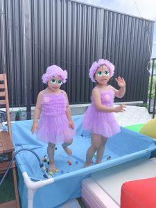 ディズニープリンセス ラプンツェルのようなパープルのフリルレース水着とスイム帽子セット🎵