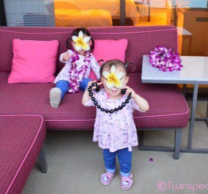 Royal Hawaiian(ローヤル・ハワイアン)ピンクパレスにチェックイン。レイがお気に入り|幼児(双子2歳)とハワイ オアフ島 旅行